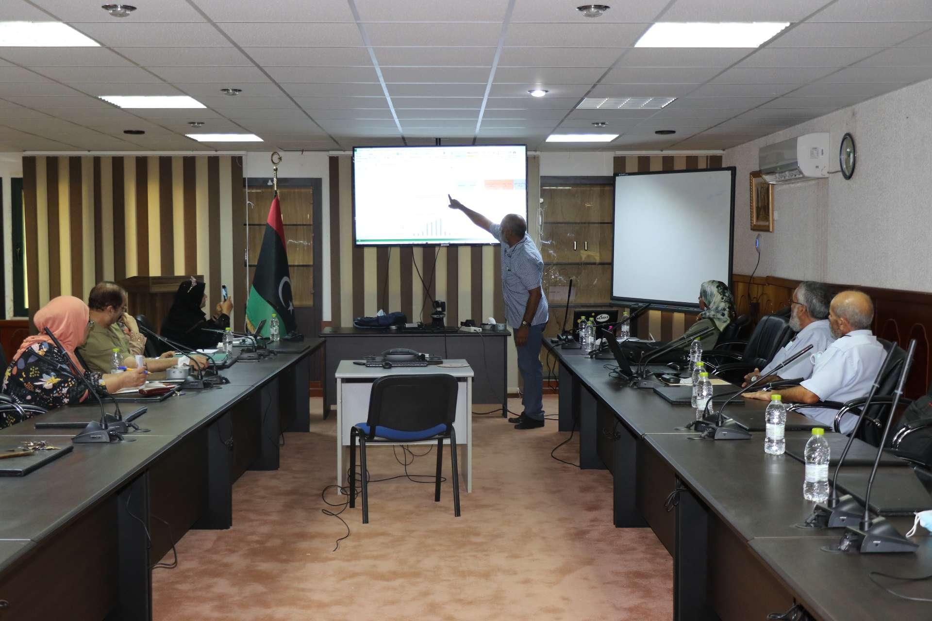 قسم تنمية القدرات بإدارة التطوير بالأكاديمية يقيم جلسة تدريبية لأعضاء هيئة التدريس بالأكاديمية الليبية للدراسات العليا.