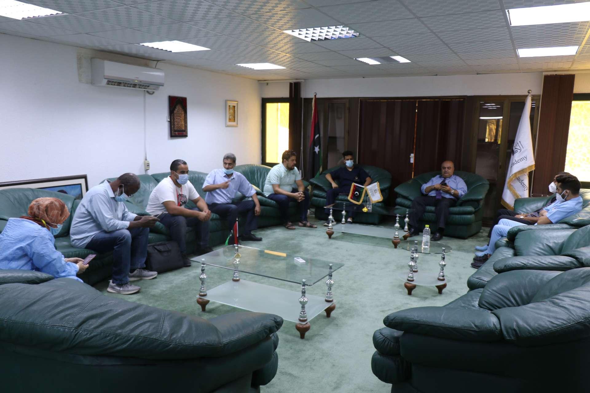 انطلاق الحملة الاستثنائية للتطعيم ضد فيروس كورونا بالأكاديمية الليبية