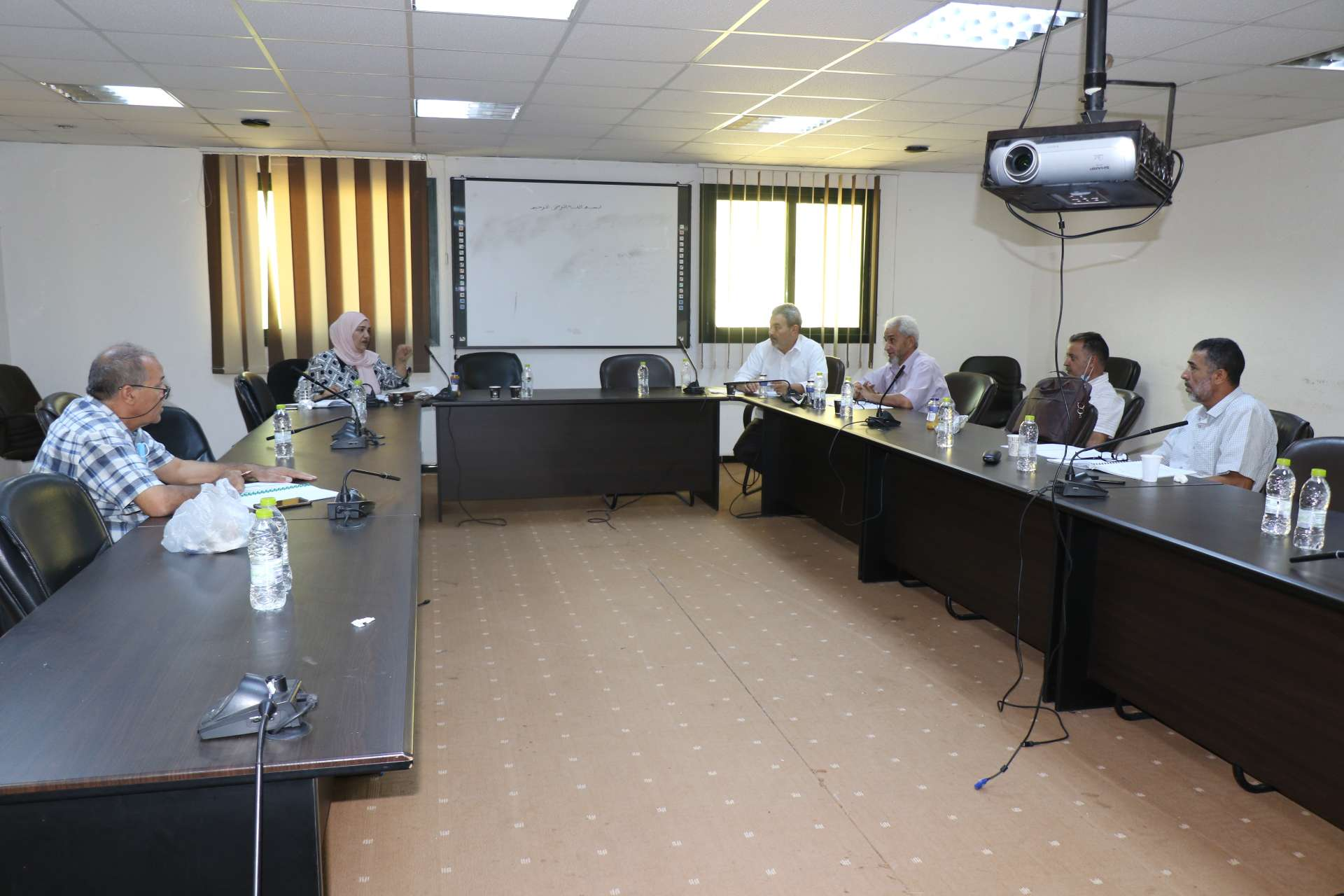 اجتماع لجنة تنظيم لائحة الدراسة والامتحانات بالأكاديمية الليبية للدراسات العليا.
