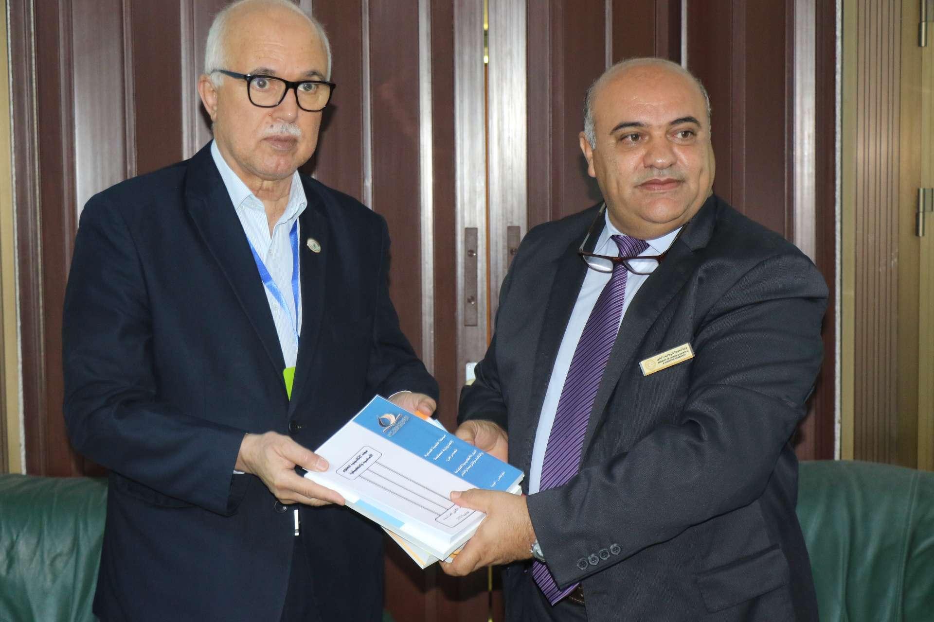 رئيس هيئة الرقابة الإدارية في زيارة عمل للأكاديمية الليبية.