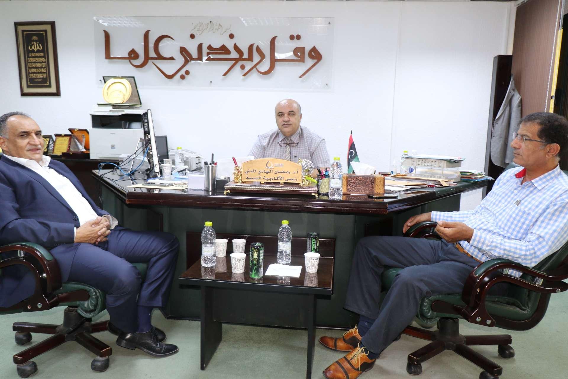 لجنة التعليم بمجلس النواب تزور الأكاديمية الليبية للدراسات العليا