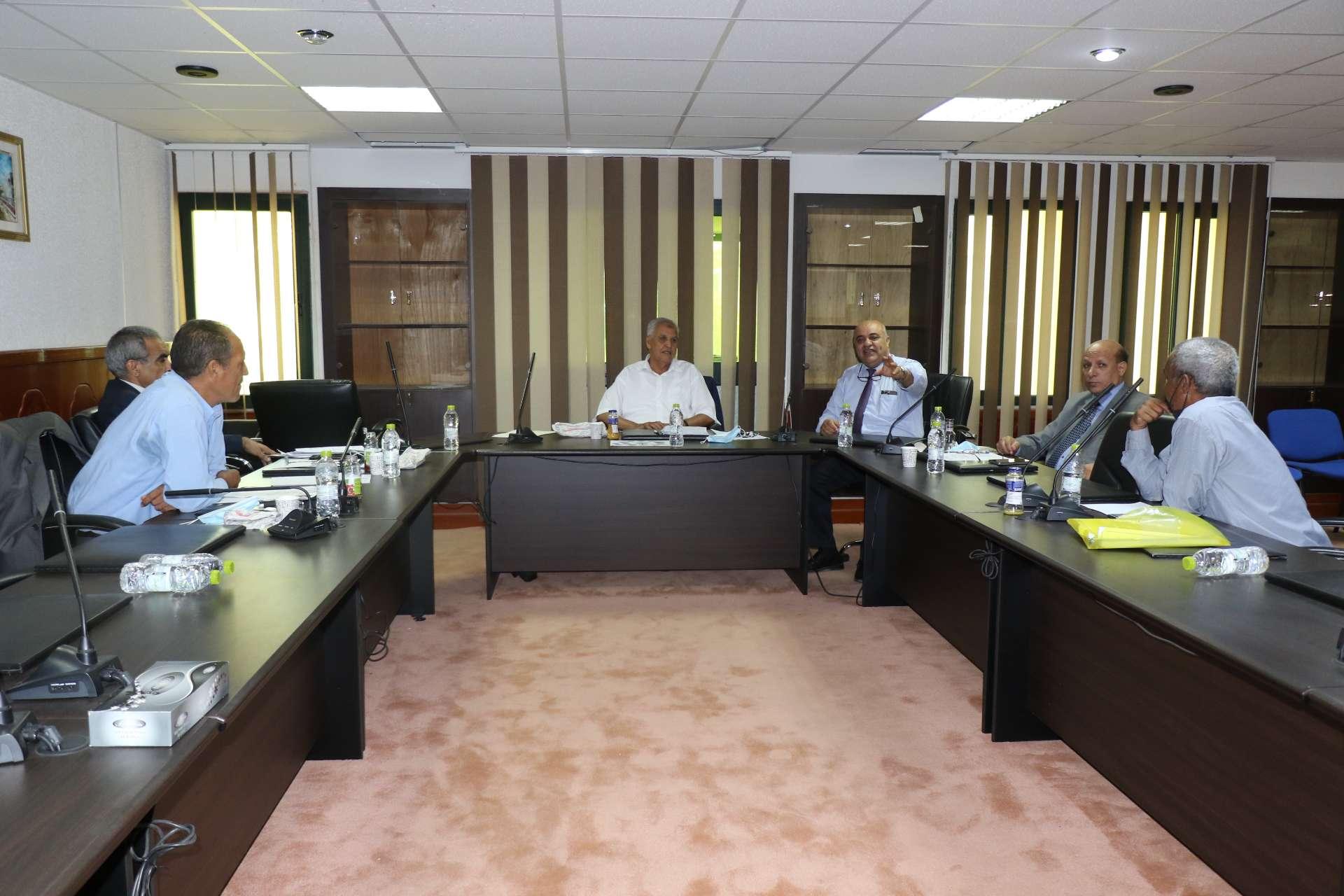 اللجنة العلمية الاستشارية بوزارة التعليم العالي والبحث العلمي تعقد اجتماعها الأول بالأكاديمية الليبية للدراسات العليا.